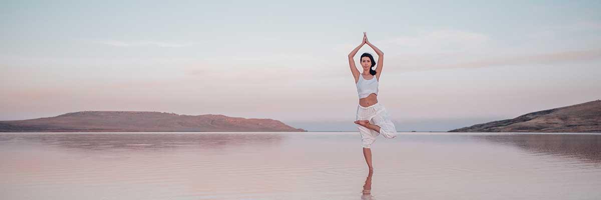 Yoga : que faut-il mettre aux pieds pour bien le pratiquer ?