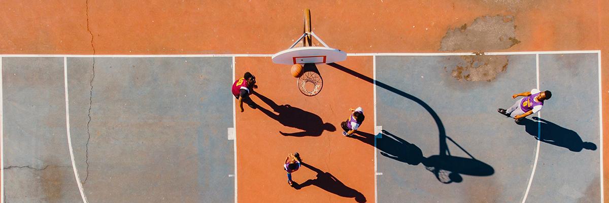 Basket-ball : maillot sans manches ou avec, lequel choisir ?