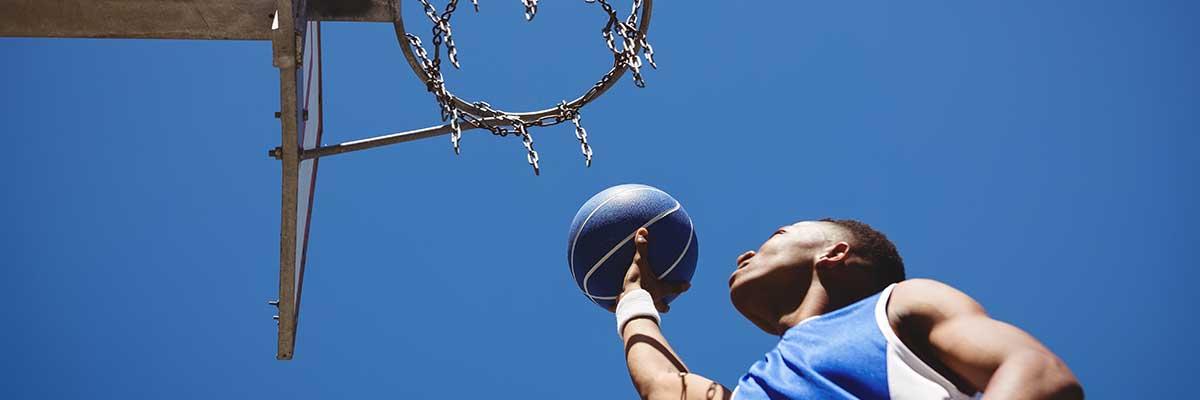 Basket : comment bien choisir un panier sur pied pour enfant ?